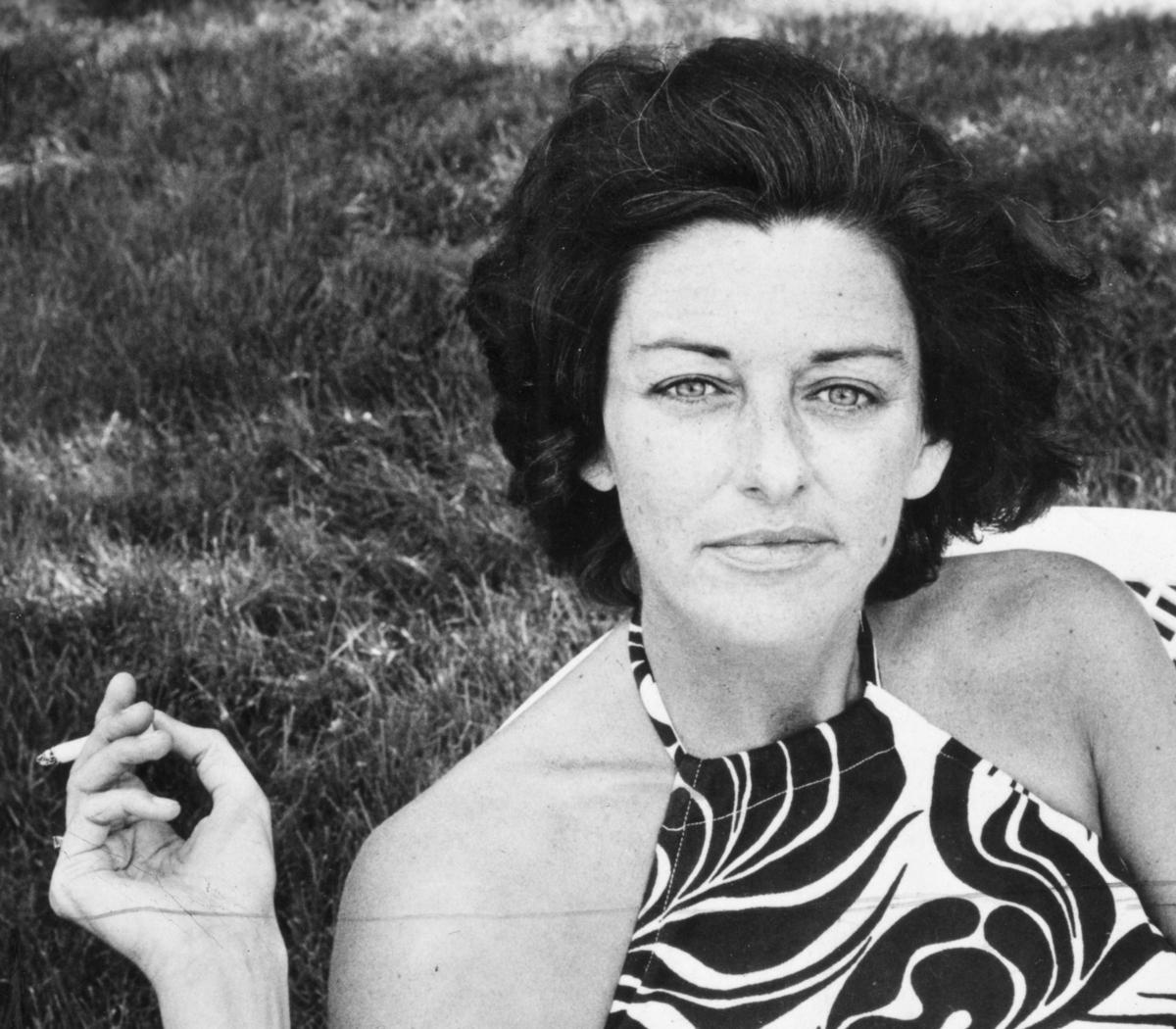 Anne Sexton fumando