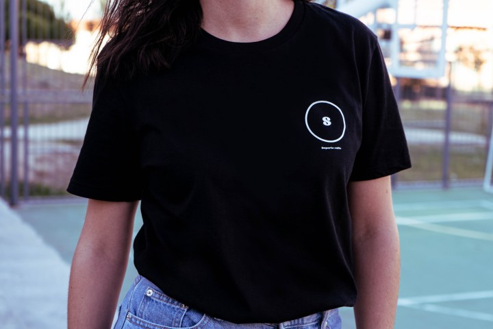 Camiseta circular negra 1