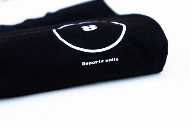 Camiseta circular negra 4